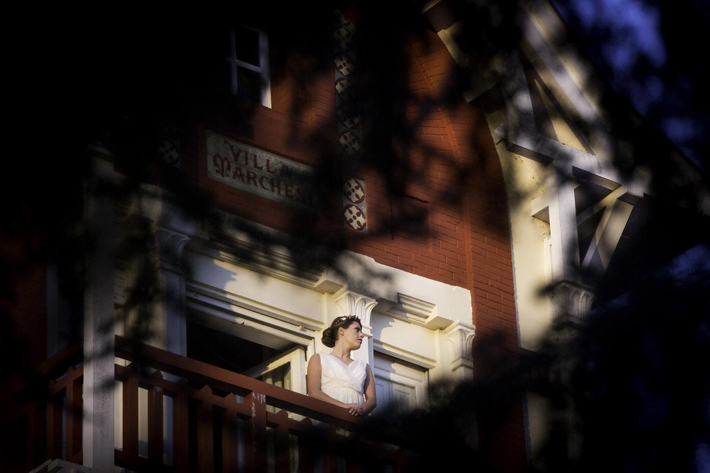 Novia al atardecer editorial de boda-Love Lovely