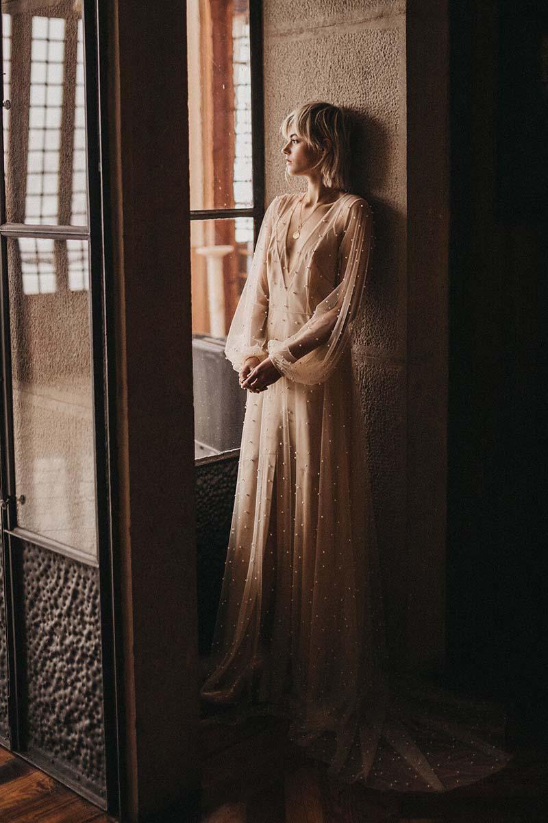 vestido vintage de novia con apliques de perlas