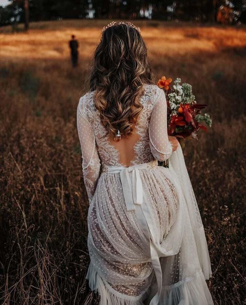 novia con ramo en tonos otoñales