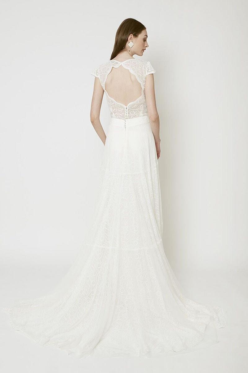 Vestido de novia con escote redondo en espalda