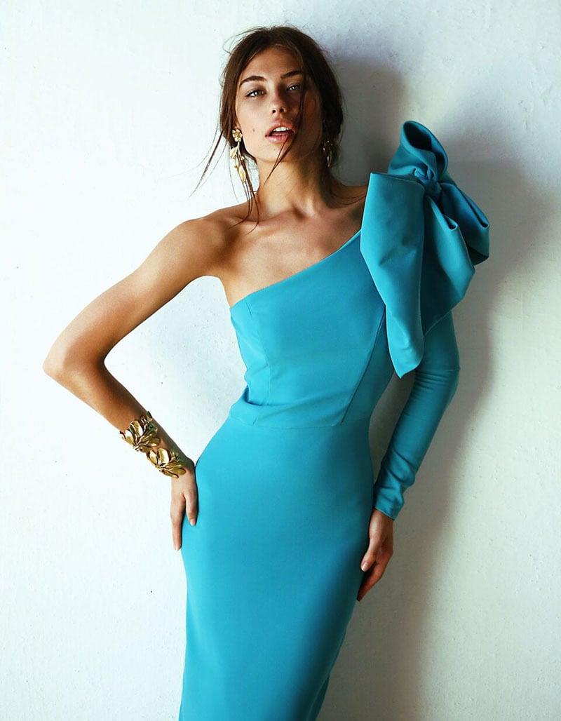 La invitada ideal, vestido azul con lazo