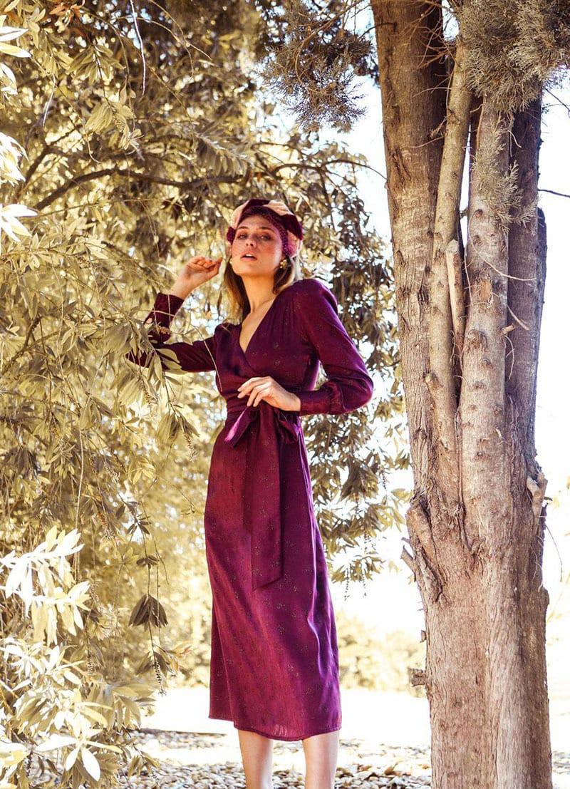 La invitada ideal, vestido cruzado en tonos vino