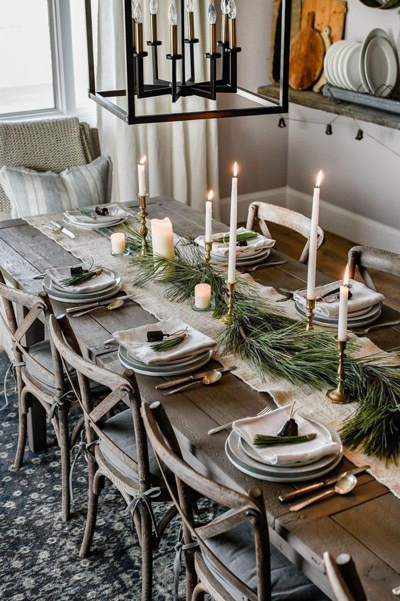 Decora la mesa esta navidad. Guirnalda de verde a mesa